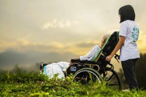 Altenpflege Gehalt und Probleme in Corona Zeiten