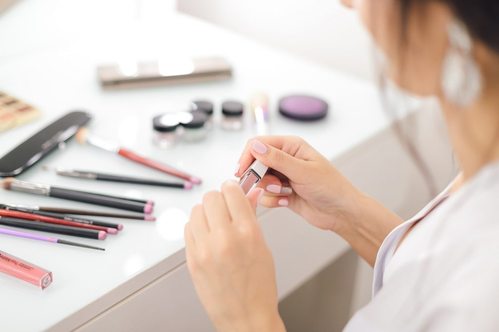business make-up look
