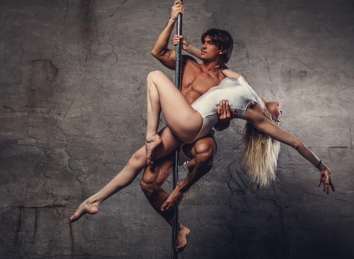 Spiele für Paare, Etwas Erorik mit Striptease oder Pole Dance